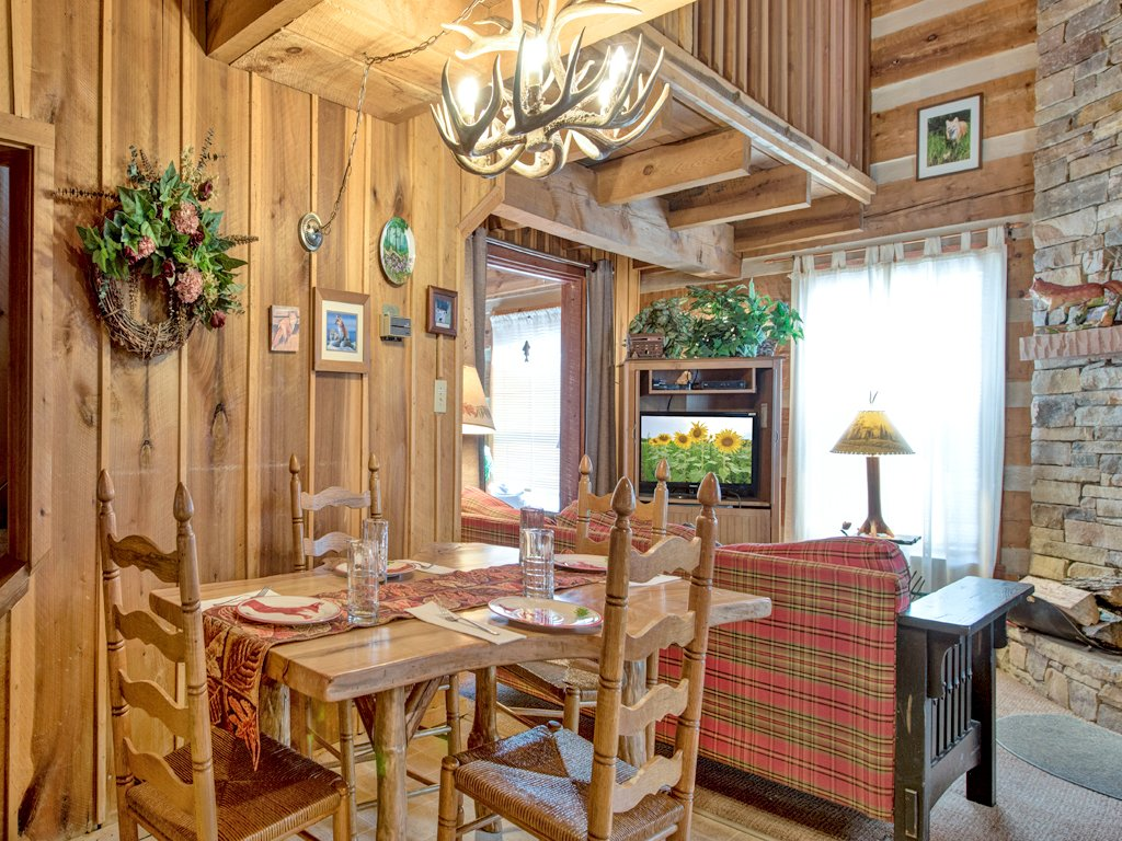 Photo of a Gatlinburg Cabin named Fox Den - This is the fifth photo in the set.