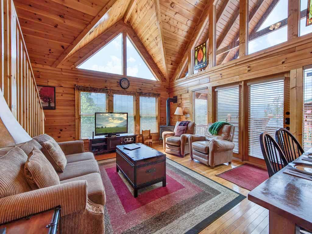 Photo of a Gatlinburg Cabin named Above It All - This is the first photo in the set.