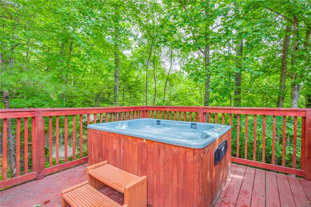 Photo of a Gatlinburg Cabin named Fox Den - This is the second photo in the set.