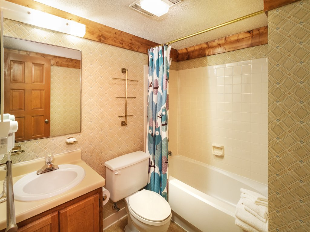 Photo of a Gatlinburg Condo named Groovy Getaway - This is the twenty-first photo in the set.