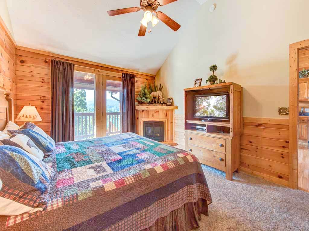 Photo of a Gatlinburg Cabin named Fireside View - This is the twelfth photo in the set.