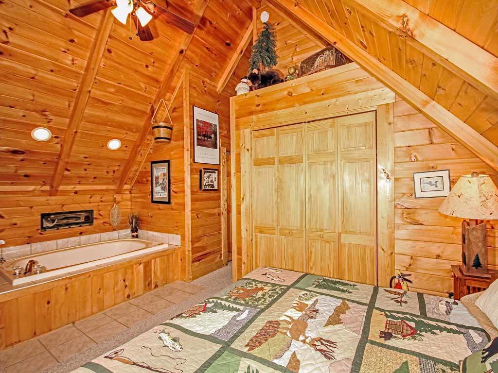 Photo of a Gatlinburg Cabin named Bear Country Cabin - This is the thirteenth photo in the set.