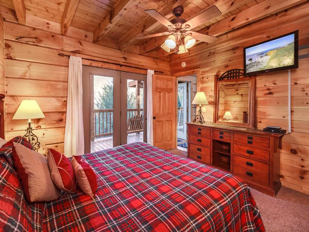 Photo of a Gatlinburg Cabin named Lazy Bear Lodge - This is the fourteenth photo in the set.
