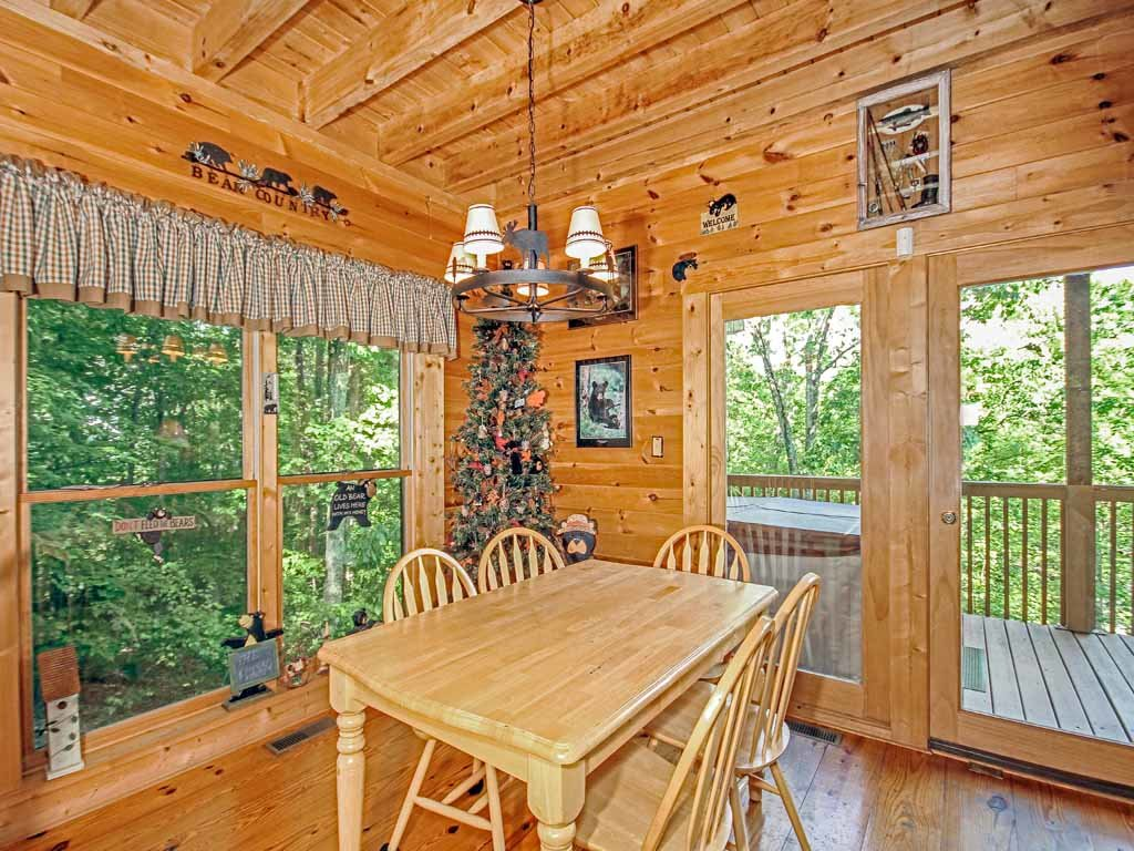 Bear country cabin cabin in gatlinburg w 2 br sleeps6 for Nuvola 9 cabin gatlinburg