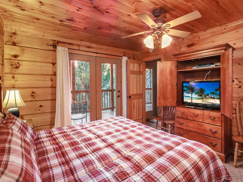Photo of a Gatlinburg Cabin named Lazy Bear Lodge - This is the ninth photo in the set.