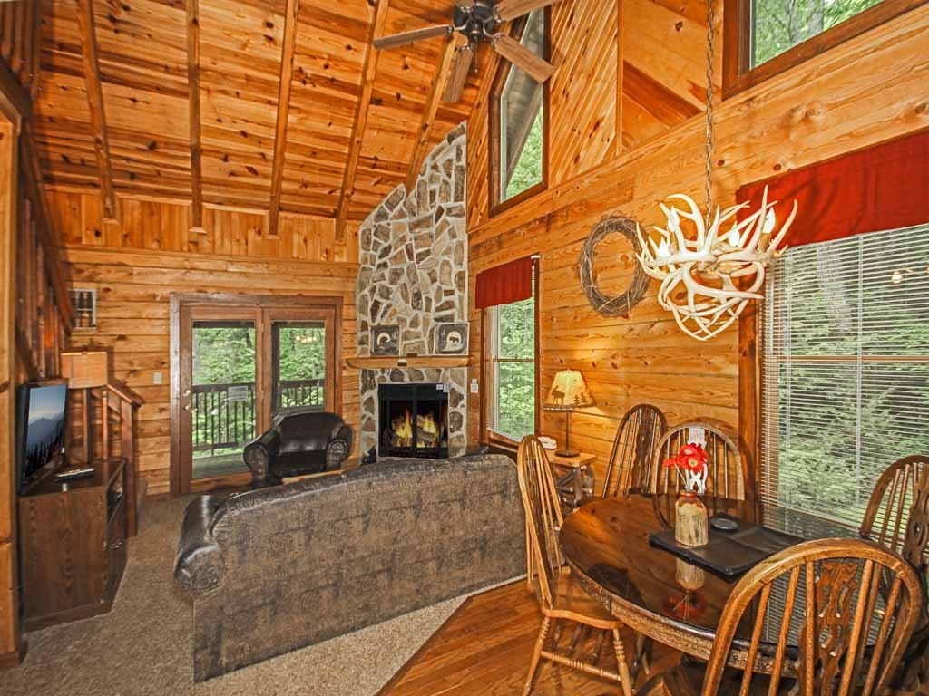 Photo of a Gatlinburg Cabin named Doe's Den - This is the second photo in the set.