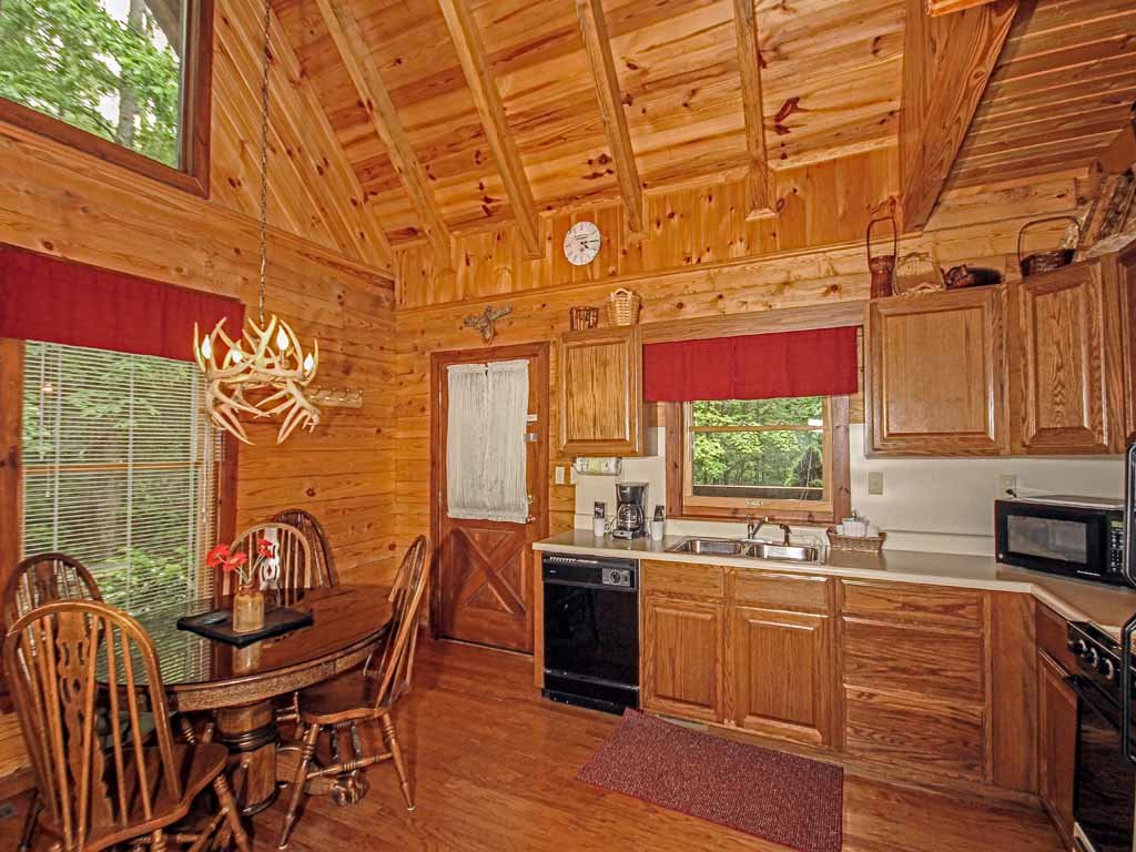 Photo of a Gatlinburg Cabin named Doe's Den - This is the seventh photo in the set.