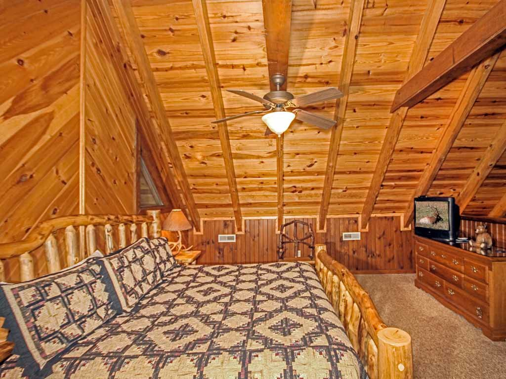 Photo of a Gatlinburg Cabin named Doe's Den - This is the seventeenth photo in the set.