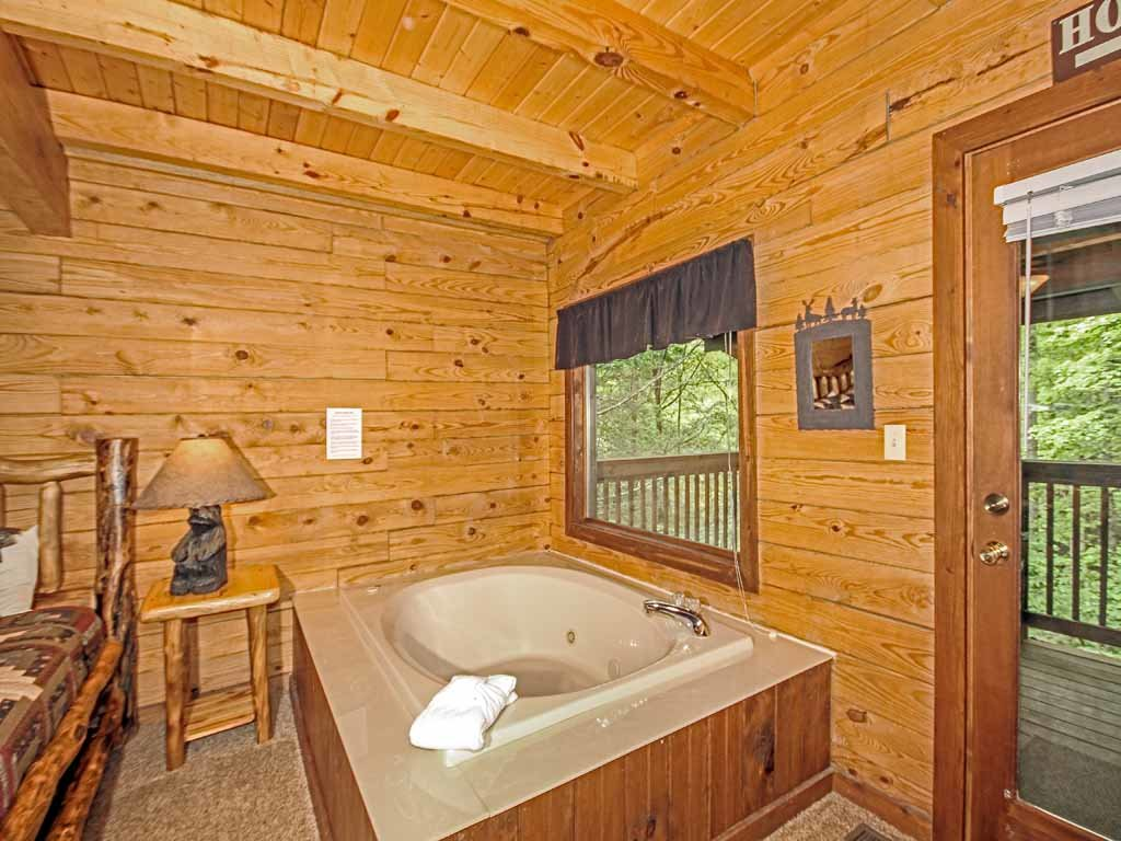 Photo of a Gatlinburg Cabin named Doe's Den - This is the twelfth photo in the set.