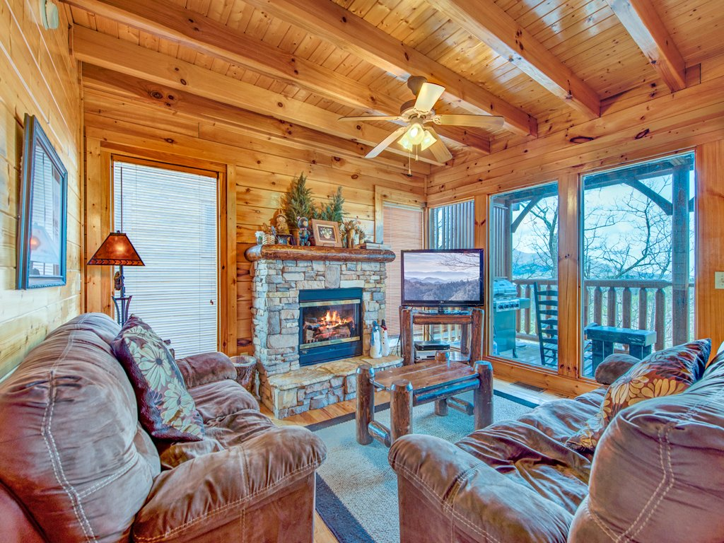 Photo of a Pigeon Forge Cabin named Rocky Top Retreat - This is the first photo in the set.