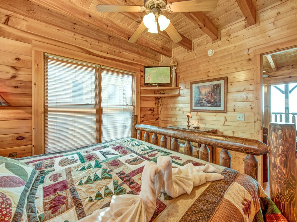 Photo of a Pigeon Forge Cabin named Rocky Top Retreat - This is the twentieth photo in the set.