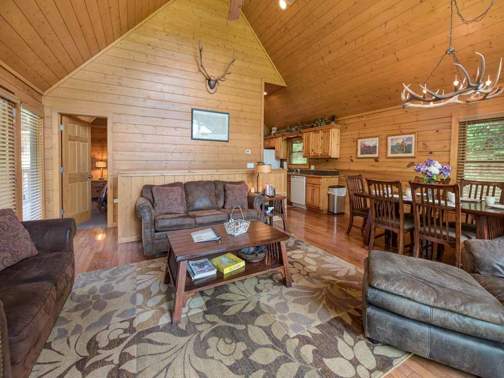 Big Sky Cabin Cabin In Gatlinburg W 2 Br Sleeps8