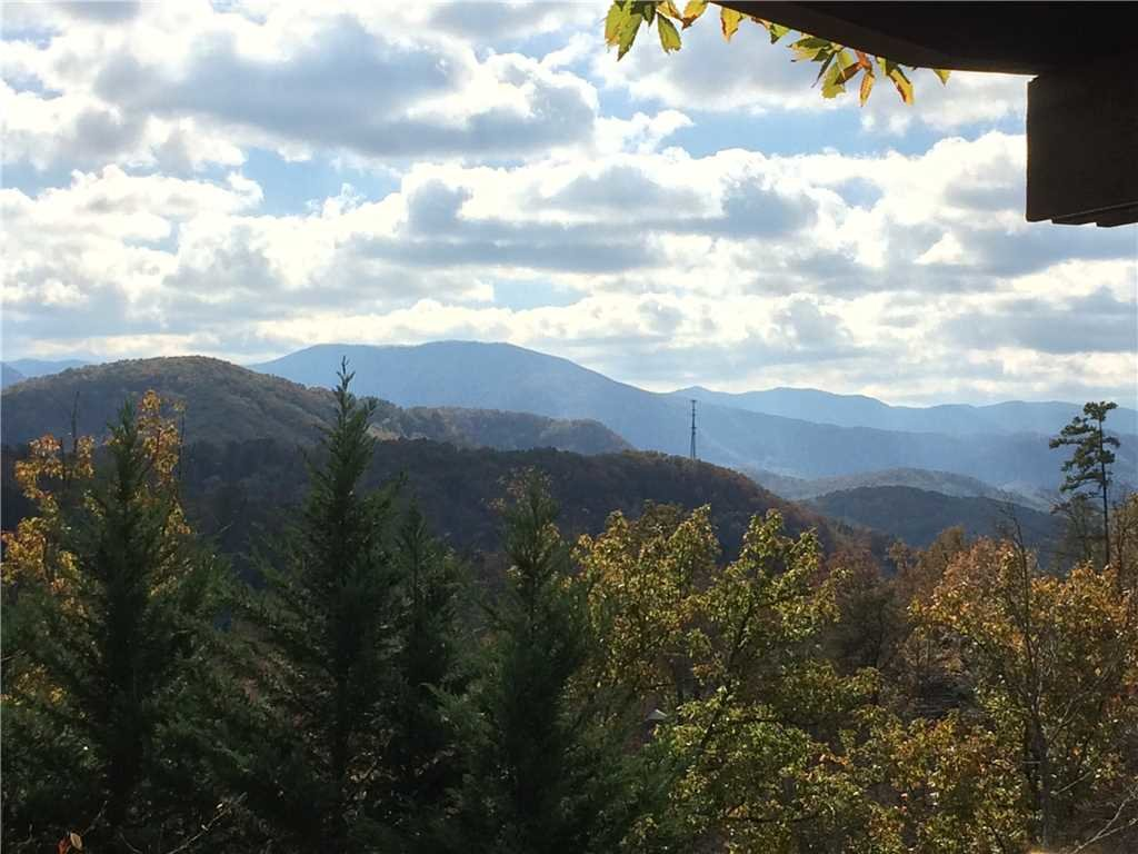 Photo of a Gatlinburg Cabin named Whisper Mountain - This is the thirtieth photo in the set.