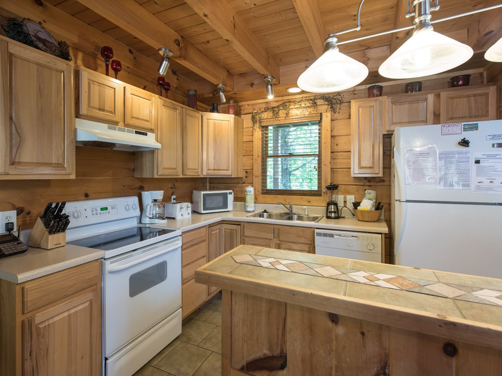 Photo of a Gatlinburg Cabin named Gentle Ben's Den - This is the seventh photo in the set.