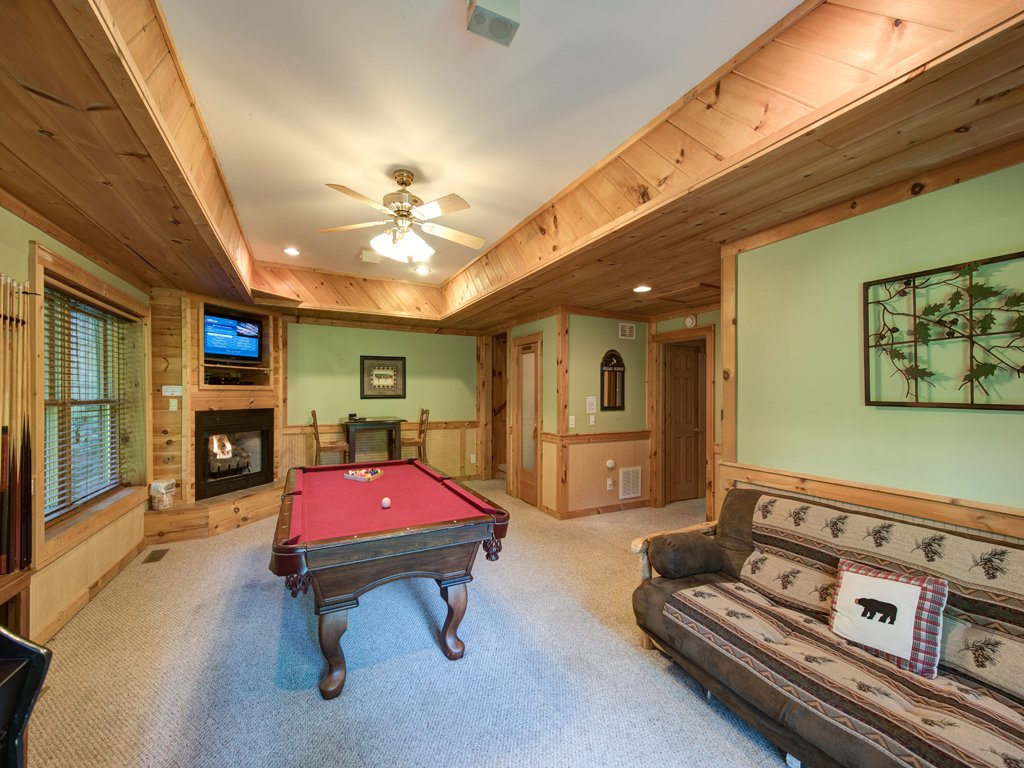 Photo of a Gatlinburg Cabin named Gentle Ben's Den - This is the eighth photo in the set.