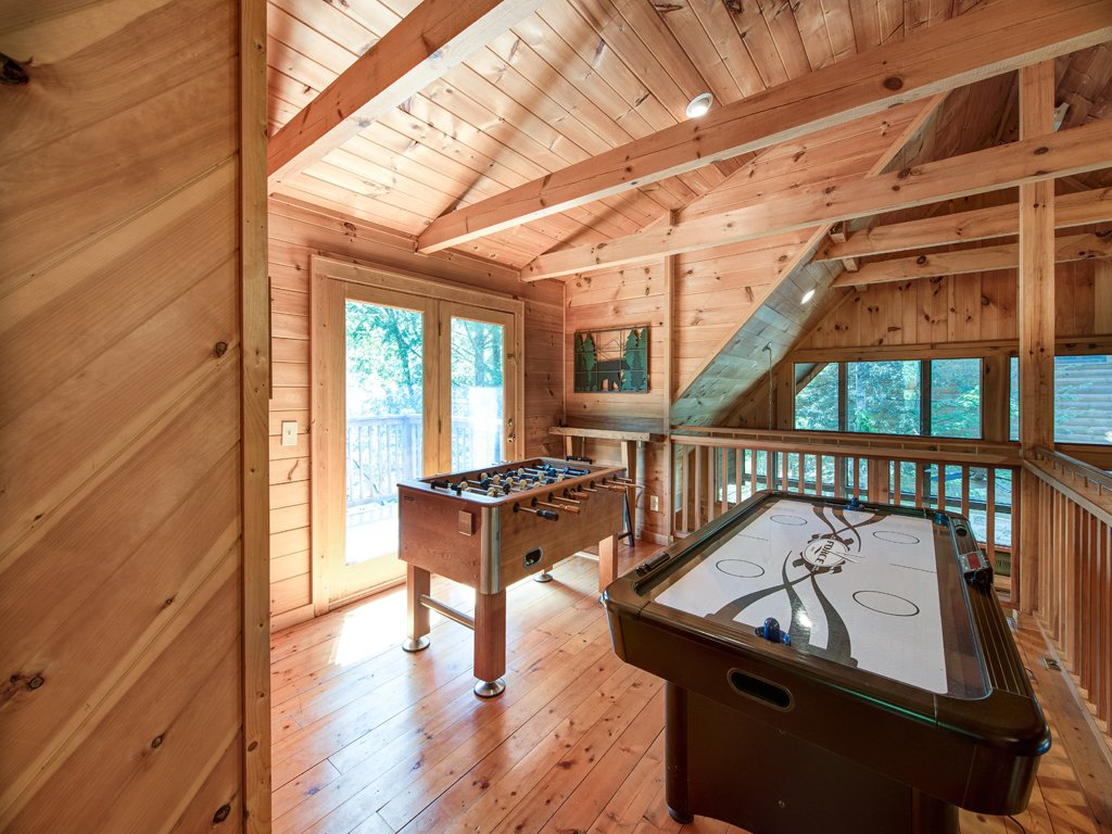 Photo of a Gatlinburg Cabin named Gentle Ben's Den - This is the seventeenth photo in the set.