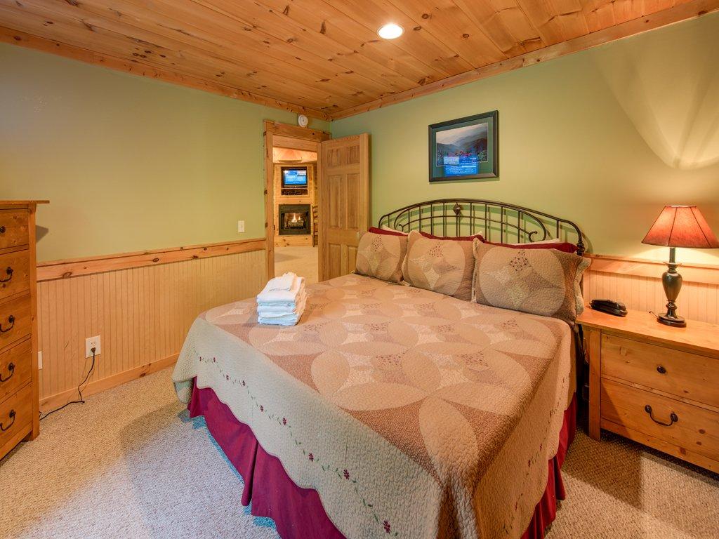 Photo of a Gatlinburg Cabin named Gentle Ben's Den - This is the twenty-third photo in the set.