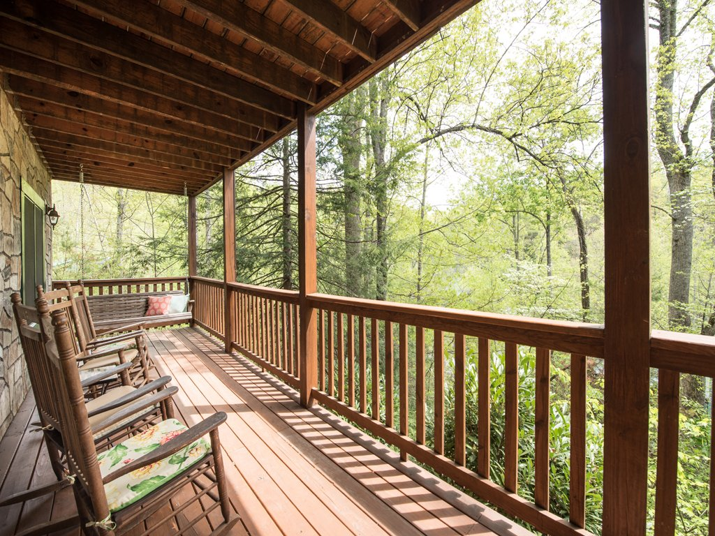 Photo of a Gatlinburg Cabin named Bear Essentials - This is the fourth photo in the set.