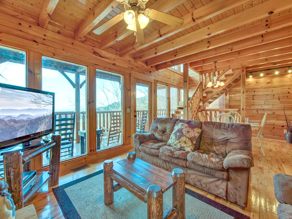 Photo of a Pigeon Forge Cabin named Rocky Top Retreat - This is the fourth photo in the set.
