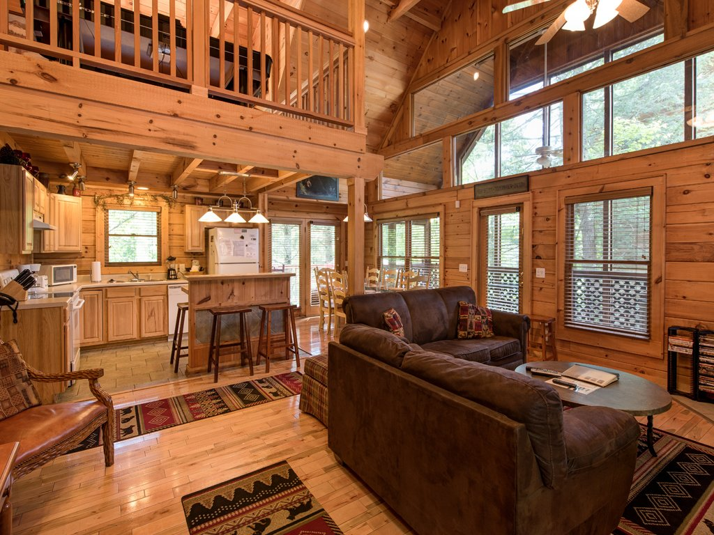 Photo of a Gatlinburg Cabin named Gentle Ben's Den - This is the fourth photo in the set.