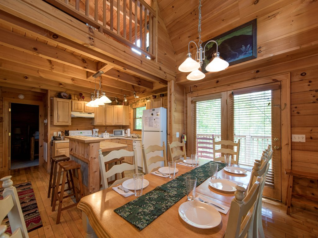 Photo of a Gatlinburg Cabin named Gentle Ben's Den - This is the sixth photo in the set.