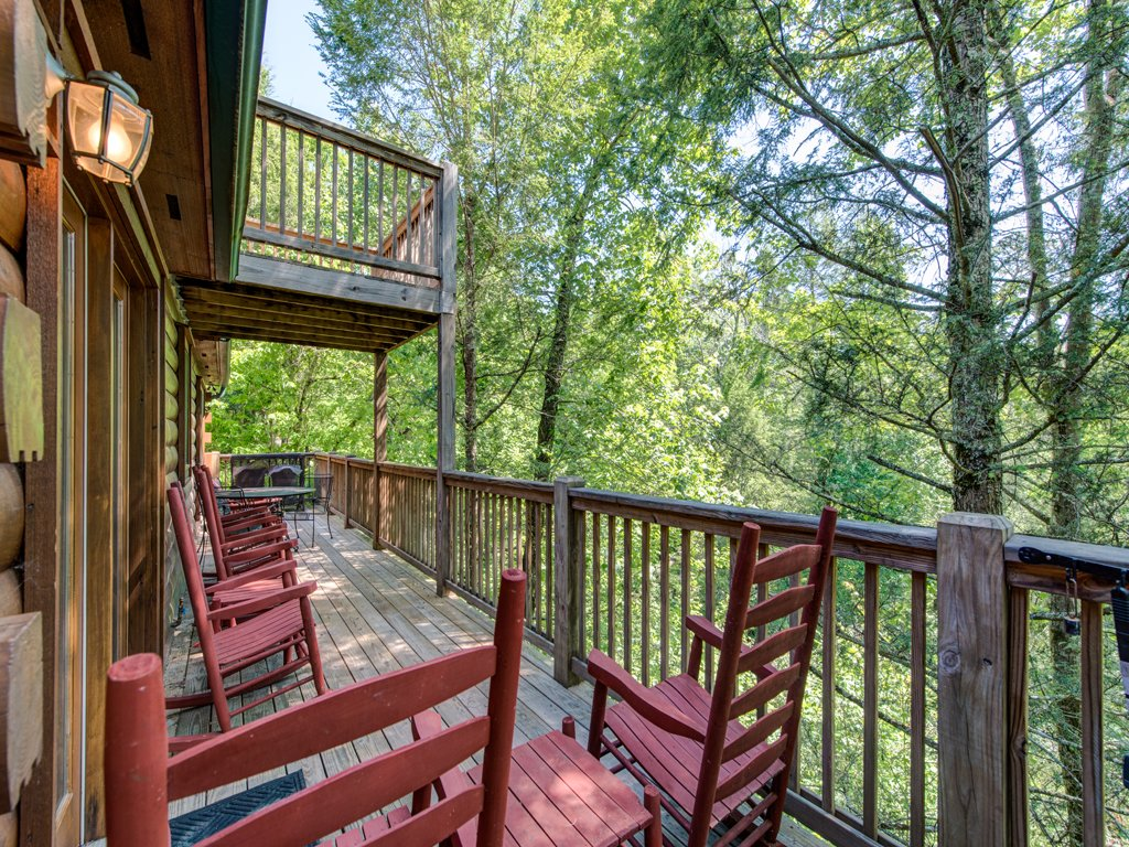 Photo of a Gatlinburg Cabin named Gentle Ben's Den - This is the twenty-eighth photo in the set.
