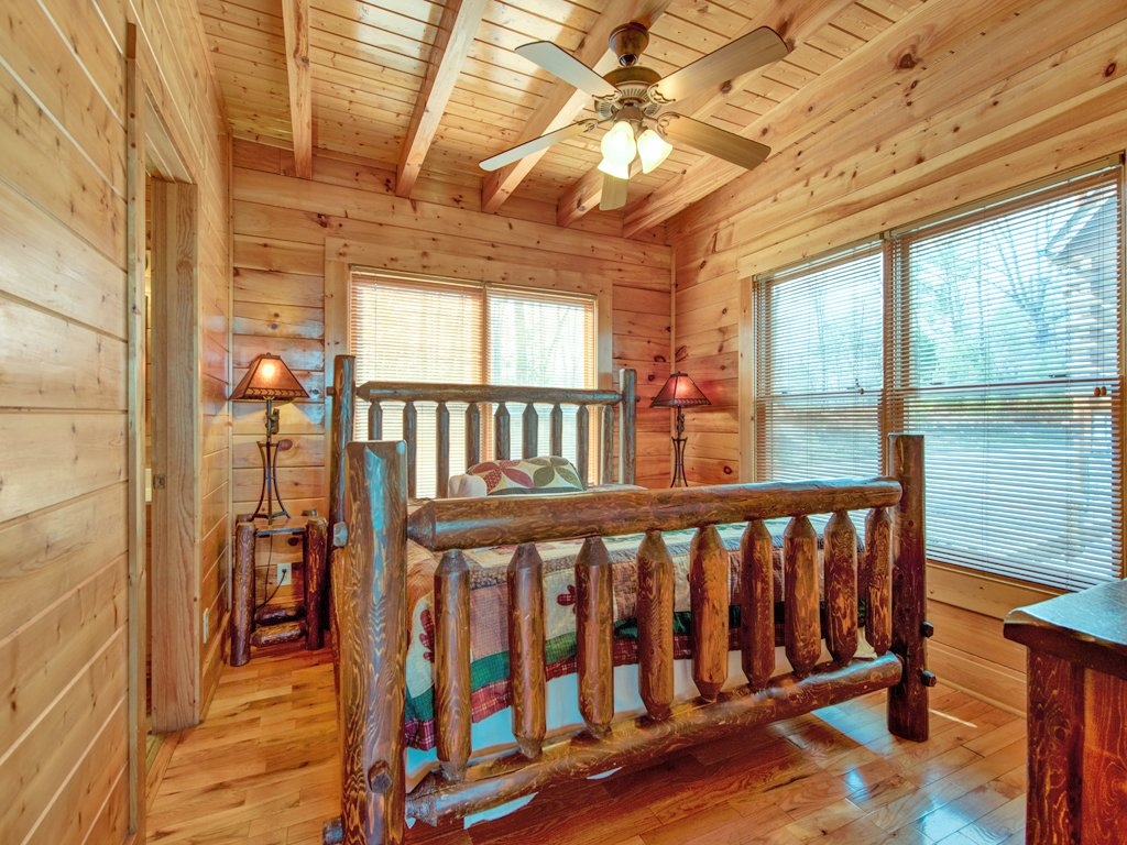 Photo of a Pigeon Forge Cabin named Rocky Top Retreat - This is the nineteenth photo in the set.
