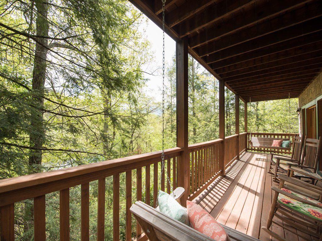 Photo of a Gatlinburg Cabin named Bear Essentials - This is the thirteenth photo in the set.
