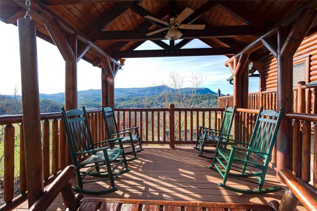 Photo of a Sevierville Cabin named Serenity Peak - This is the twentieth photo in the set.
