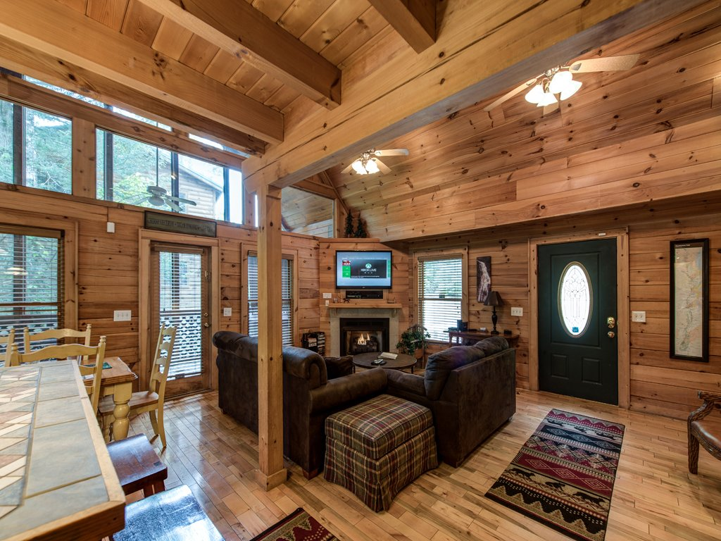Photo of a Gatlinburg Cabin named Gentle Ben's Den - This is the fifth photo in the set.
