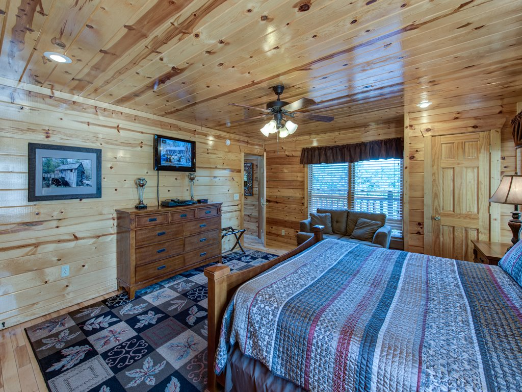 Photo of a Gatlinburg Cabin named Smoky Ridge View - This is the eighteenth photo in the set.