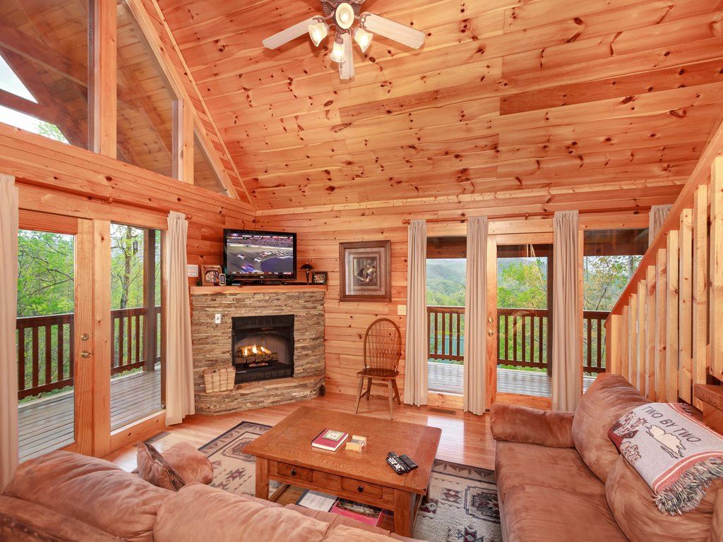 Photo of a Gatlinburg Cabin named Enchanted View Lodge - This is the fifth photo in the set.
