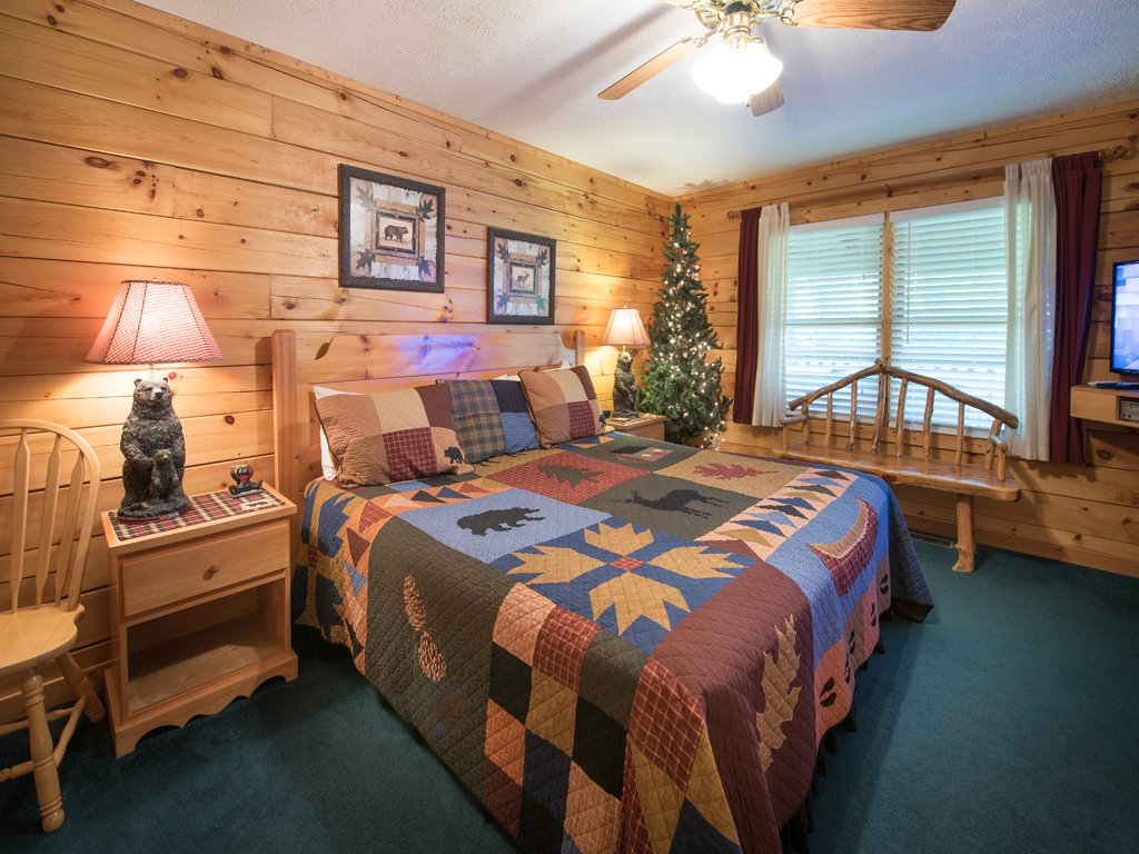Photo of a Gatlinburg Cabin named Bear Essentials - This is the eleventh photo in the set.