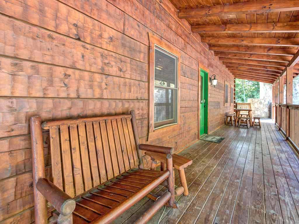 Photo of a Gatlinburg Cabin named Papa Bear's Lodge - This is the thirty-second photo in the set.