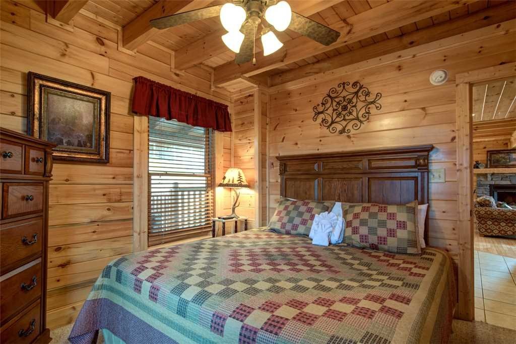 Photo of a Pigeon Forge Cabin named Serenity Peak - This is the eleventh photo in the set.