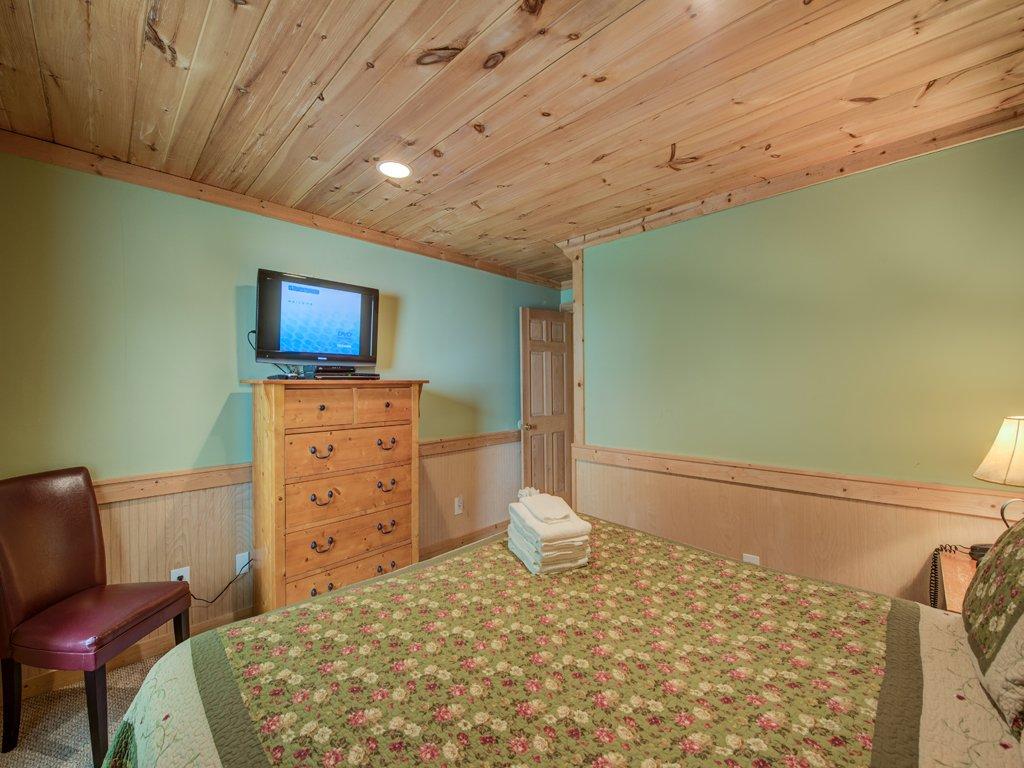 Photo of a Gatlinburg Cabin named Gentle Ben's Den - This is the twenty-seventh photo in the set.
