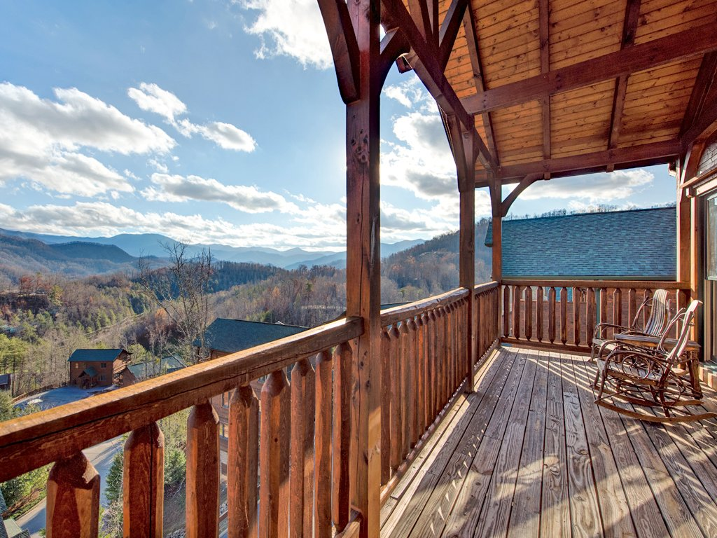 great cabins style by of tn smoky bedroom the contemporary pigeon celebrate events room attachment and sets in to gatlinburg rent chalets mountains march for theater tennessee forge