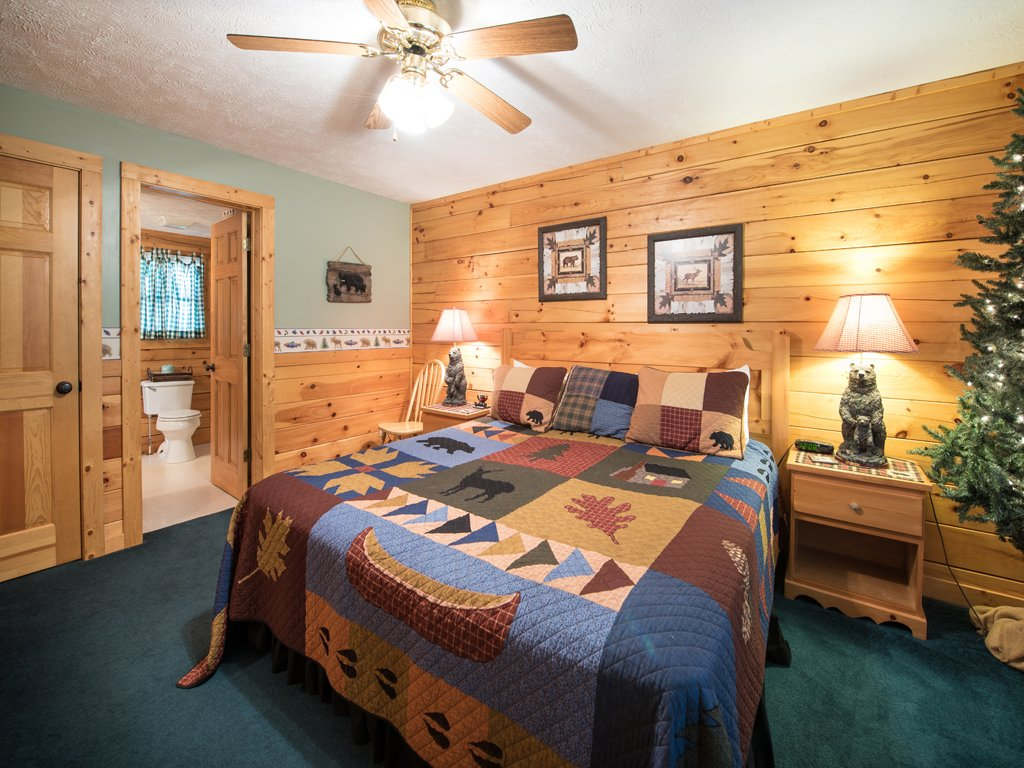 Photo of a Gatlinburg Cabin named Bear Essentials - This is the twelfth photo in the set.