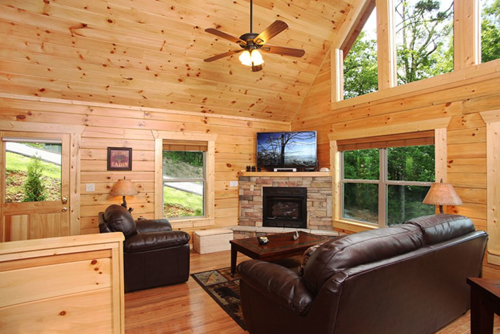Photo of a Gatlinburg Cabin named Chasin A Dream - This is the first photo in the set.