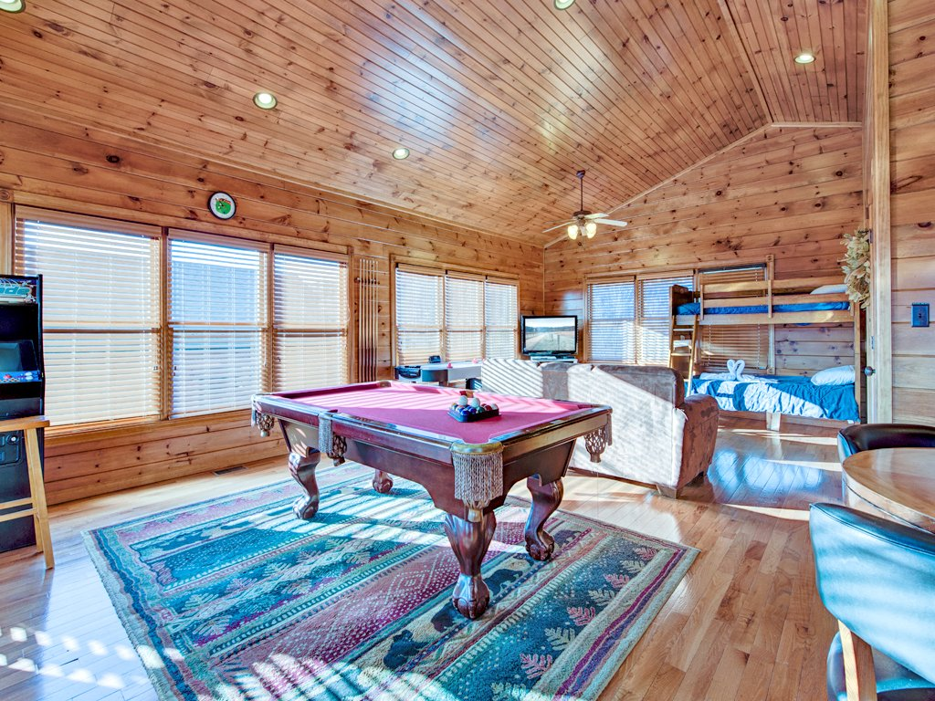 Million dollar view cabin in gatlinburg w 2 br sleeps8 for 123 cabins
