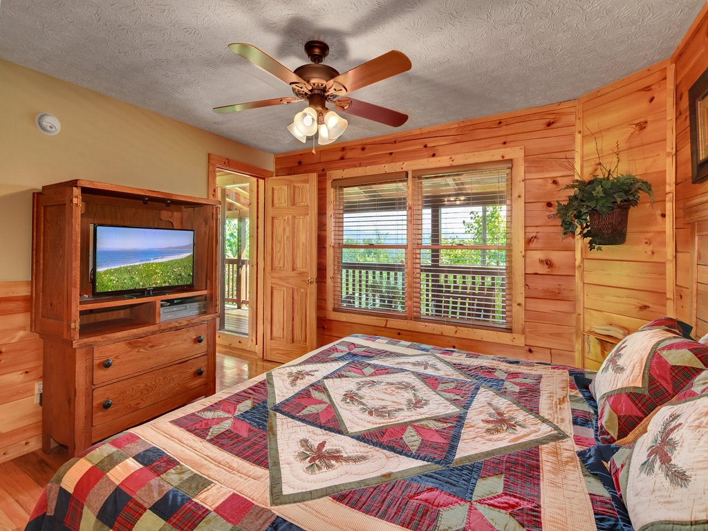 Photo of a Gatlinburg Cabin named Enchanted View Lodge - This is the nineteenth photo in the set.