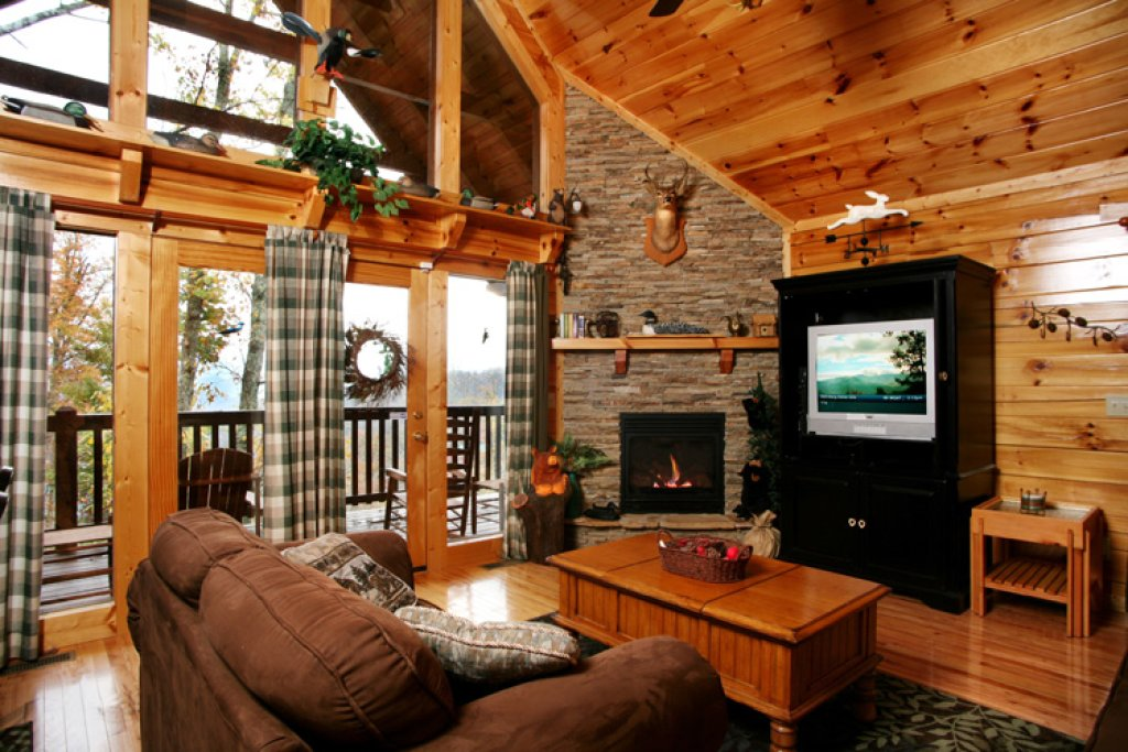 Photo of a Gatlinburg Cabin named Komfy Kozy - This is the first photo in the set.