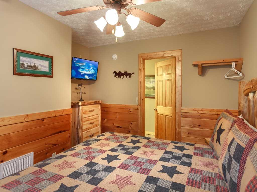 Photo of a Gatlinburg Cabin named Saddle Ridge - This is the sixteenth photo in the set.