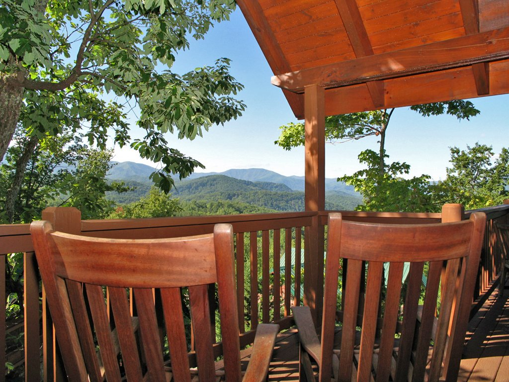 Photo of a Gatlinburg Cabin named Chimney Top Overlook - This is the twenty-first photo in the set.