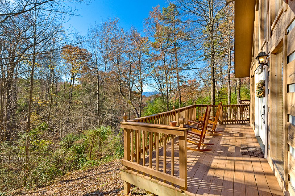 Photo of a Pigeon Forge Cabin named Bear Ridge - This is the second photo in the set.