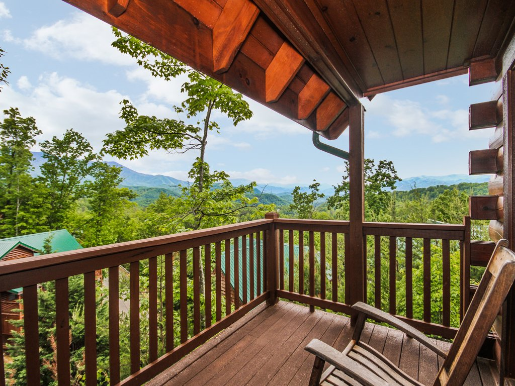 Photo of a Gatlinburg Cabin named Chimney Top Overlook - This is the twenty-ninth photo in the set.