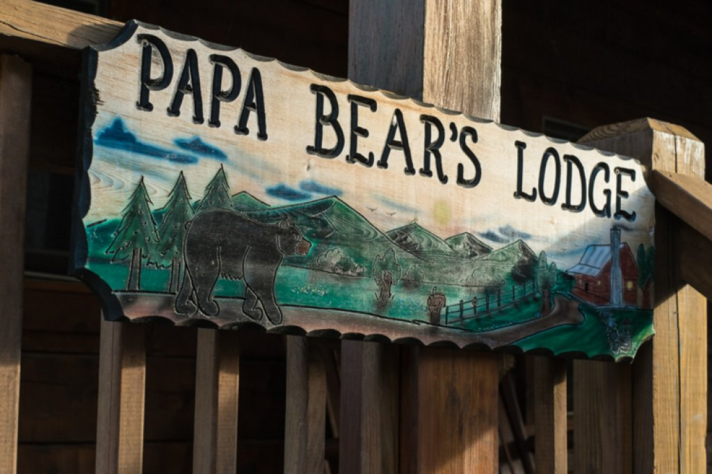 Photo of a Gatlinburg Cabin named Papa Bear's Lodge - This is the thirty-third photo in the set.