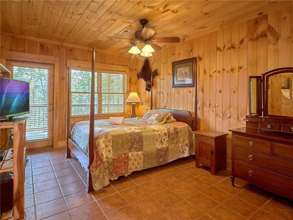 Photo of a Gatlinburg Cabin named Bear Pause Ii - This is the fifteenth photo in the set.