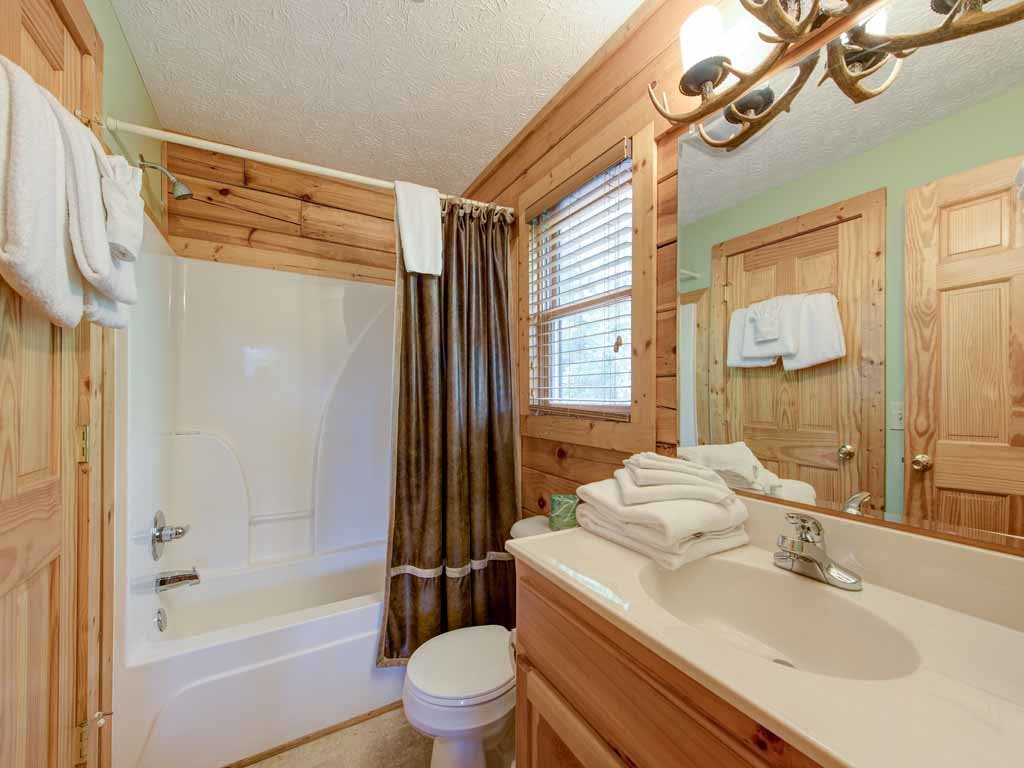 Photo of a Gatlinburg Cabin named Highpoint Escape - This is the twentieth photo in the set.