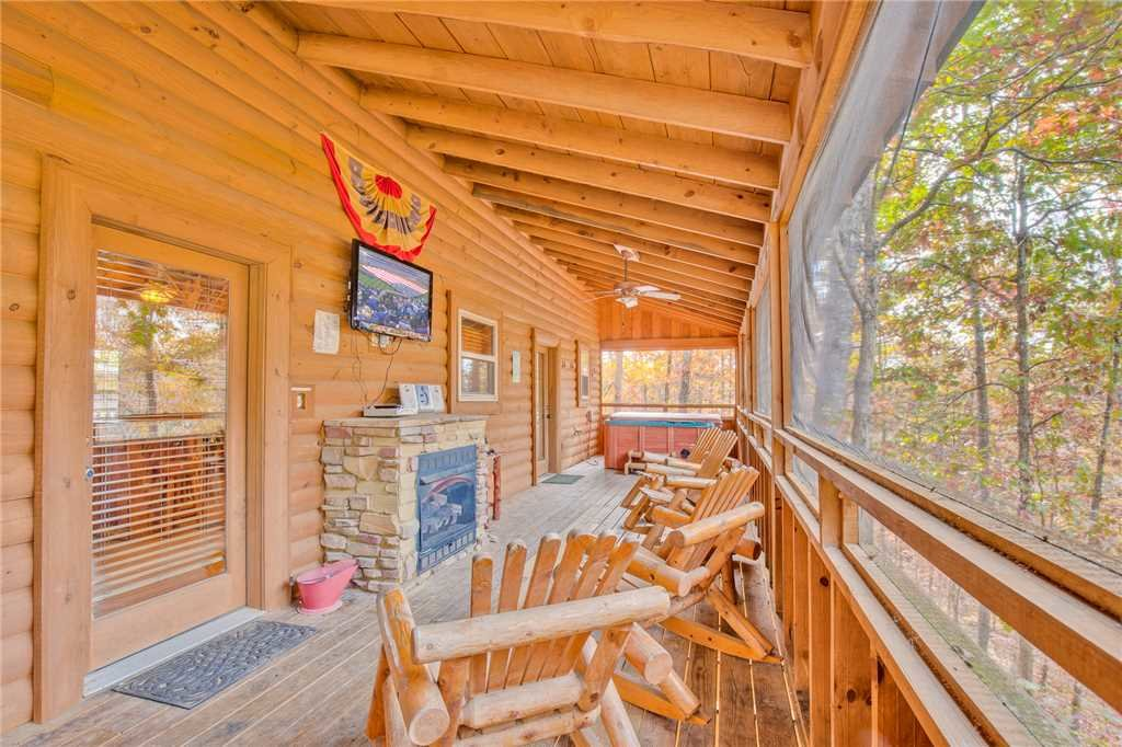 Photo of a Sevierville Cabin named Double D's Ranch - This is the second photo in the set.